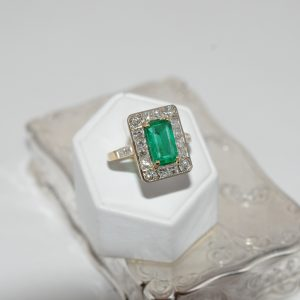 Stunning Emerald And Diamond Ring In 18ct Yellow Gold