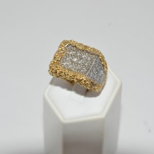 18ct Yellow Gold Heavy Gents Ring Set With Round Brilliant Cut Diamonds