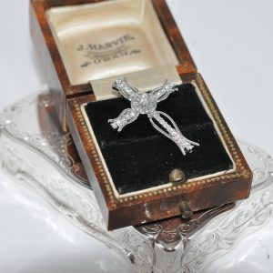 Stunning 18ct White Gold Cross Pendant Set With Diamond.